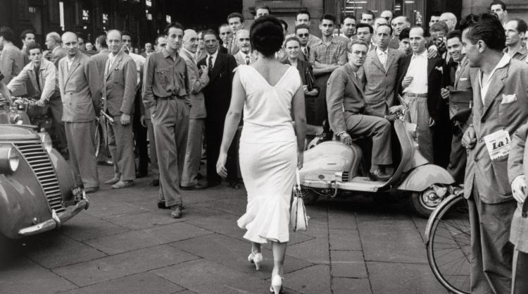 De Biasi's The Italians Turn Around, Milan, 1954