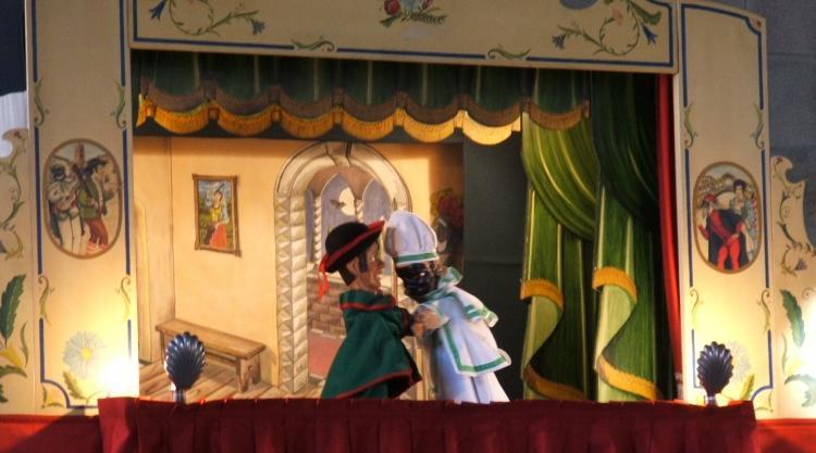 Teatro_dei_burattini_1270148635.jpg