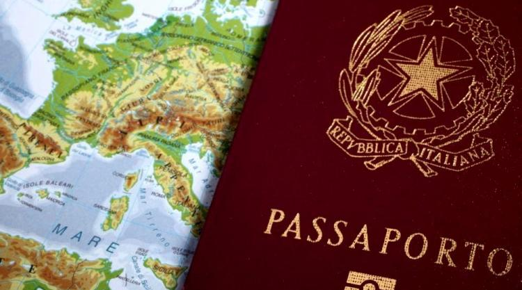 photo of Italian passport