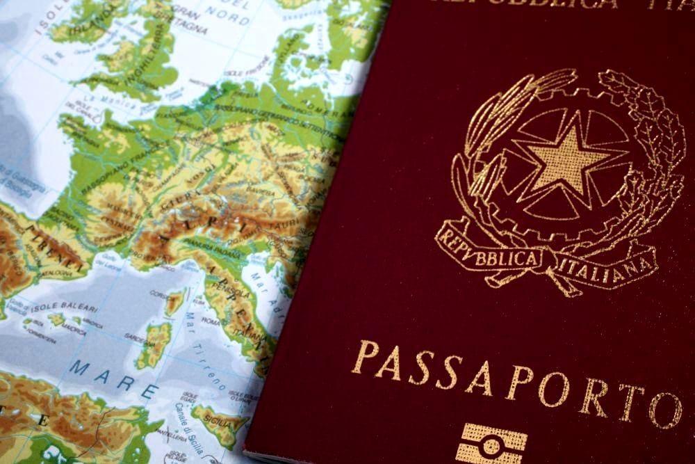 photo of Italian passport